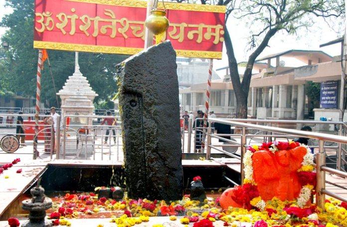 Main Stoopa, 5 foot tall, black stone. (Image Credit: shanidev.com)